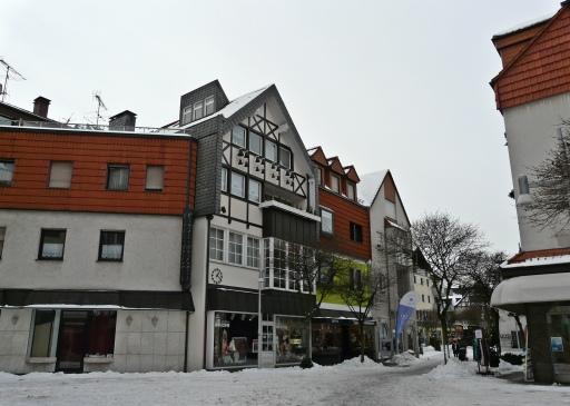 Menden, hinterer Neumarkt mit Glockenspiel