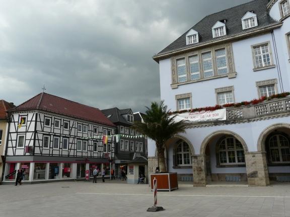 Menden; Westende des Alten Rathauses nach Umbau des Marktplatzes