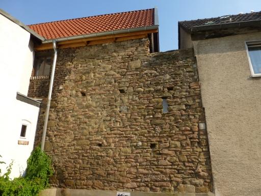 Menden; Stadtmauer-Rest von der Rückseite