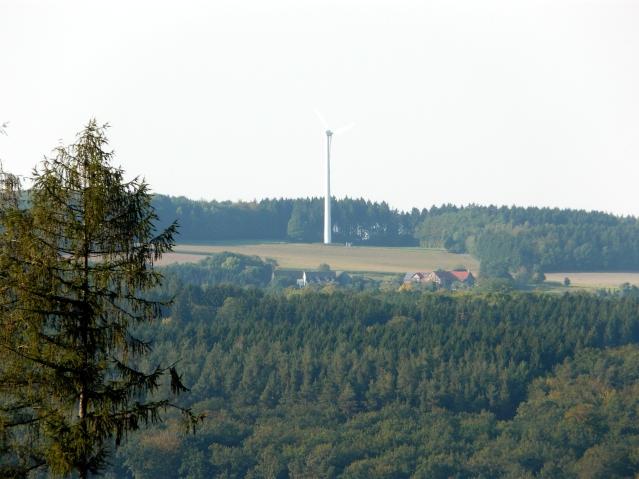 Menden, Ober-Oesbern mit Windrad