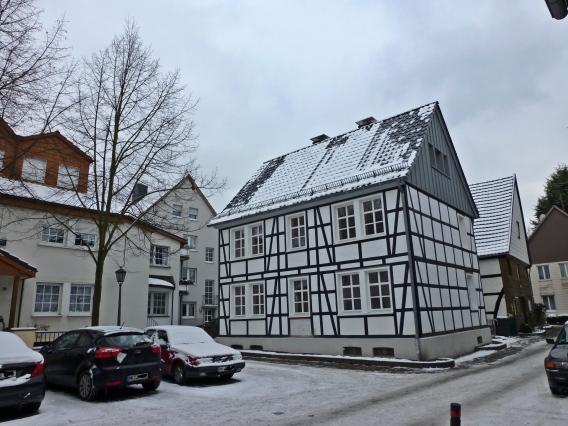 Menden, Wasserstraße mit Fachwerkhaus