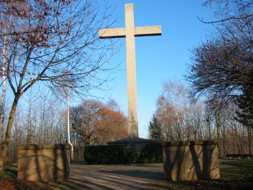 Menden, Galbusch mit Hochkreuz-Ehrenmal