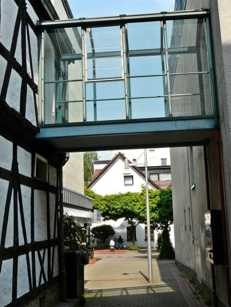 Menden, Hochzeitshäuschen und Rathaus-Nebengebäude