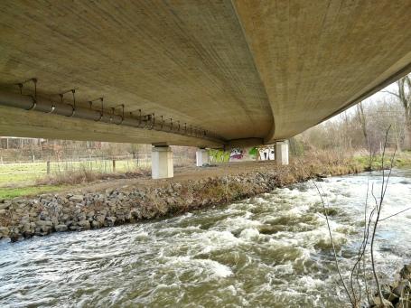 Menden-Steinhausen; Hönne unter B 515n-Brücke