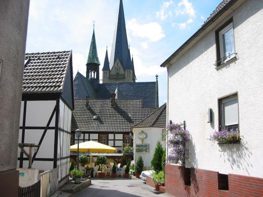 Menden, vom Ostwall auf Haus Oberkampf und Vincenzkirche