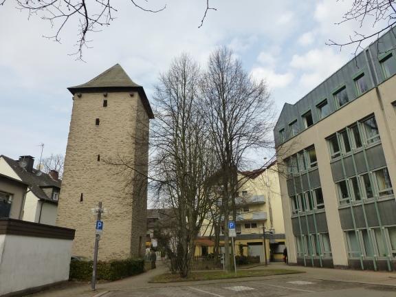 Menden, Poenigeturm und Neues Rathaus