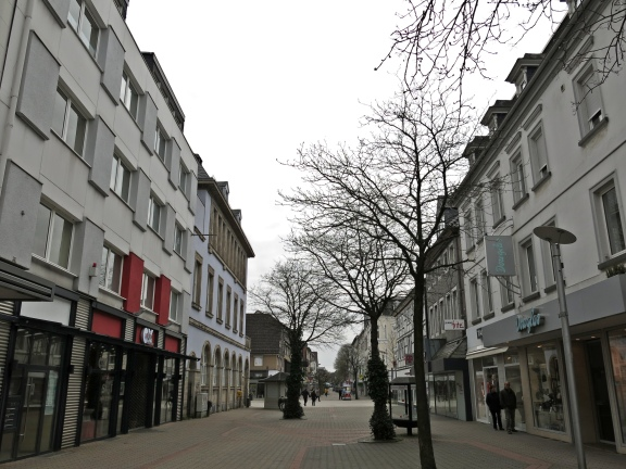 Menden, mittlere Hauptstraße; April 2013