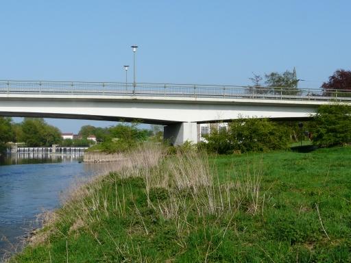 Ruhrbrücke der L 679 zwischen Menden-Schwitten (links) und Fröndenberg