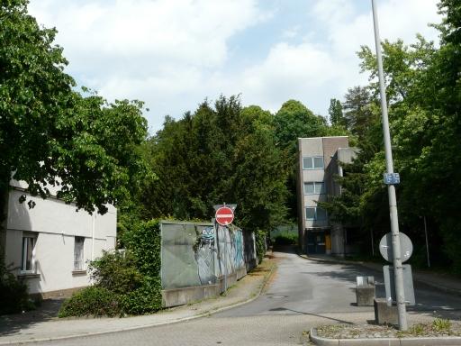 Menden, Gartenstr. mit Ausfahrt des Ex-Parkhauses