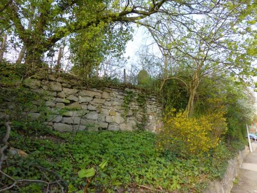 Menden, oberer Nordwall; Hangmauer am Jüdischen Friedhof