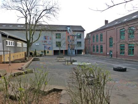 Menden, Schulhof Josefschule