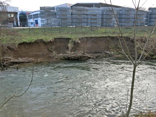 Uferabbruch an der Hönne am OBO-Gelände