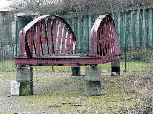 """Menden, Ex-Kaiserstr.-Brücke im """"Zwischenlager"""""""