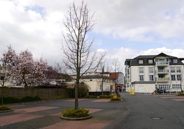 Menden, unterer Rewe-Parkplatz hinter Walramstr.
