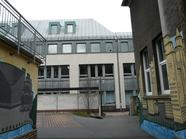 Durchgang zwischen Neuem Rathaus und Nebengebäuden am Westwall