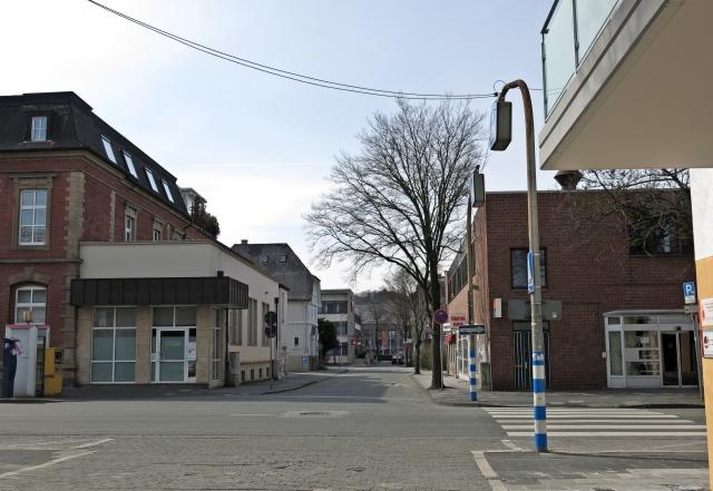von Unnaer Str. mit Zebrastreifen in obere Poststr.