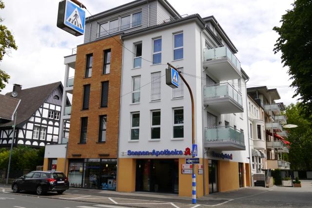 Unnaer Str., Ecke Durchgang Gartenstr.; mit neuer Sonnenapotheke