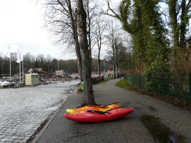 Kanus in der Promenade am Bahnhofsvorplatz