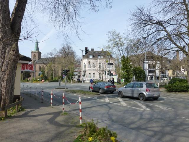 unterste Walramstr. mit Blumendreieck-Kreuzung