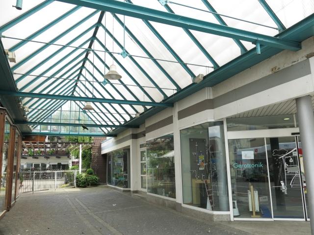 untere Unnaer Str.; Passage zwischen Läden Schnell und Maywald
