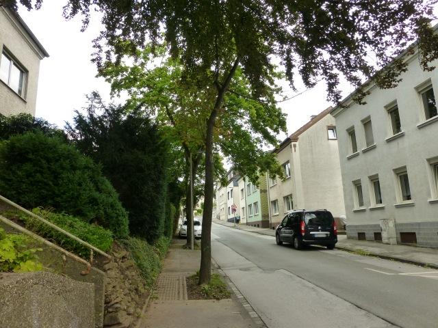 mitte-untere Werringser Str., mit Treppe zum Friedhof