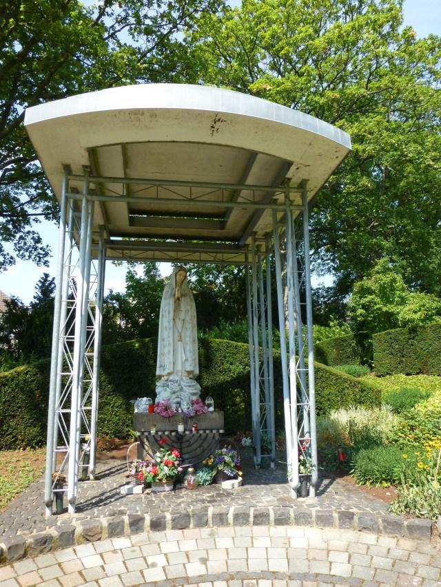 unterer Kath. Friedhof, große Madonna