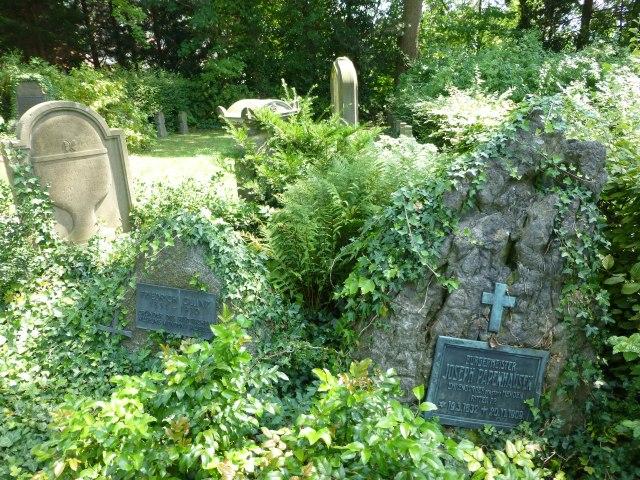 unterer Kath. Friedhof, Ehrenbürger-Gräber