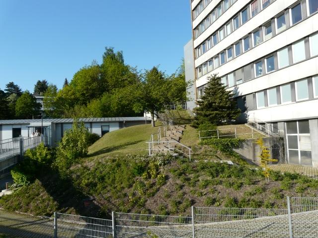 Schwesternheim und Fußwege vom Krankenhausparkdeck