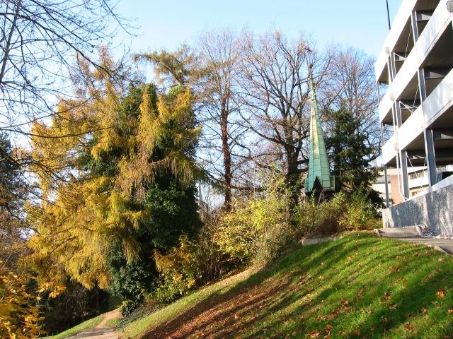Krankenhauspark mit alter Turmspitze der Krankenhauskapelle