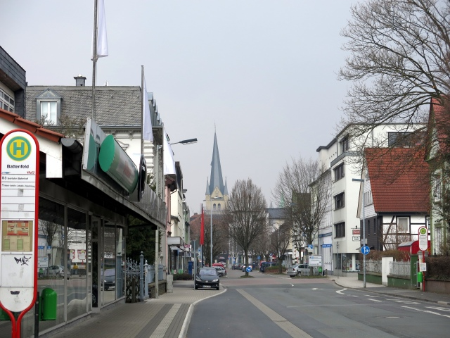 obere Kolpingstr. mit Kreuzung Brückstr. und Haltestelle Battenfeld