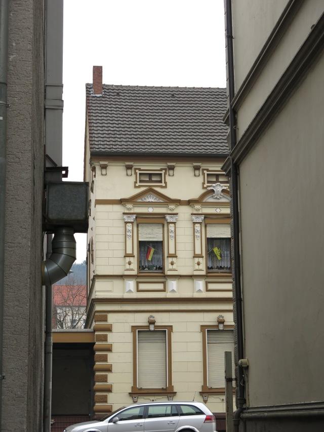 Hinterhofausblick an oberster Kolpingstr.; hinten Rodenbergschule