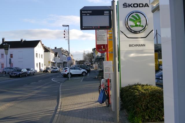 obere Kolpingstr., mit westl. Haltestelle Battenfeld und Autohaus Bichmann