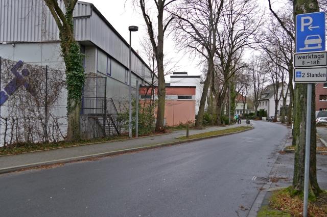 mittlere Walramstr. mit Sporthalle