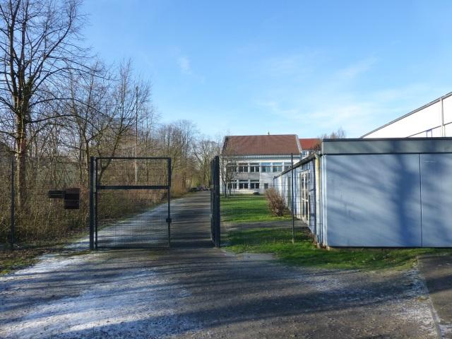 Laufbahn, Sporthalle und Neubau am Walram-Gymnasium