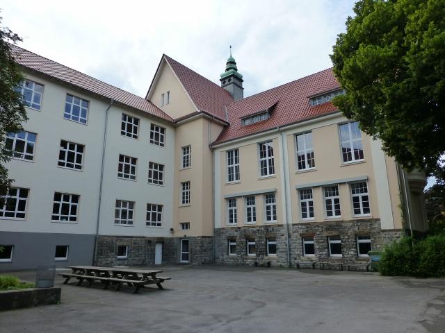 Walram-Gymnasium, Schulhof am Altbau