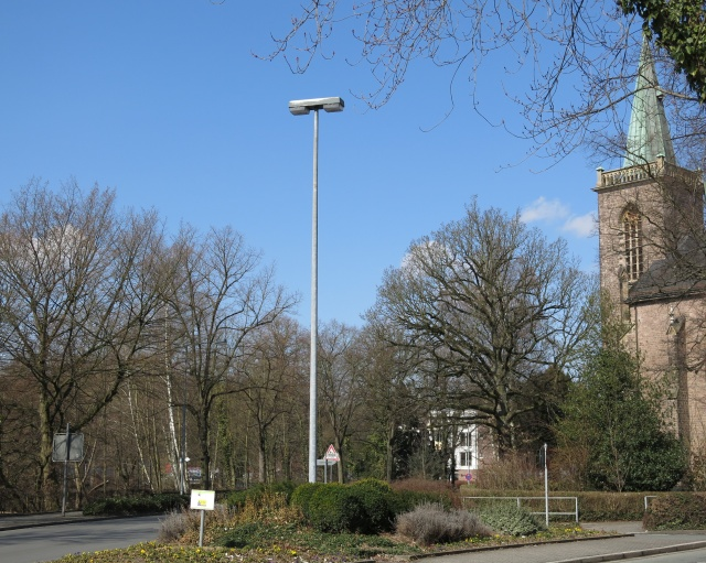 Bodelschwinghstr. / Westwall, Blumendreieck und Heilig-Geist-Kirche-Park
