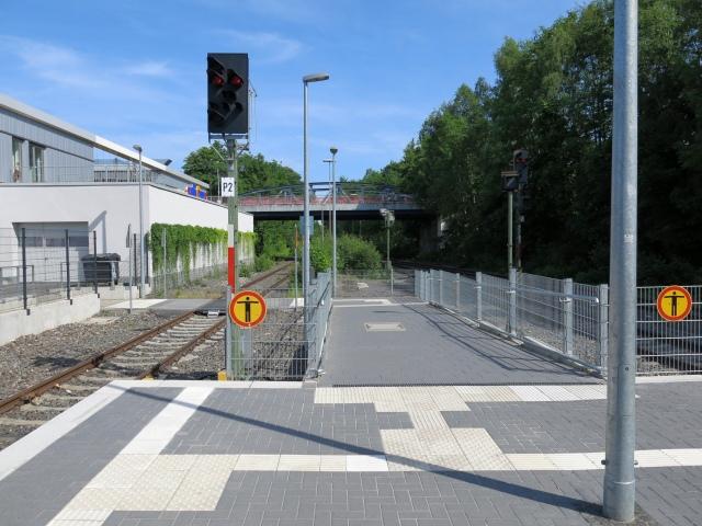 neuer Bahnsteigübergang am Bahnhof Menden