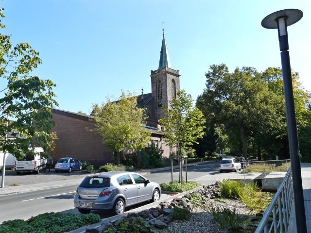 obere Bodelschwinghstr. mit Hönneinsel-Wassergraben und Heilig-Geist-Kirche