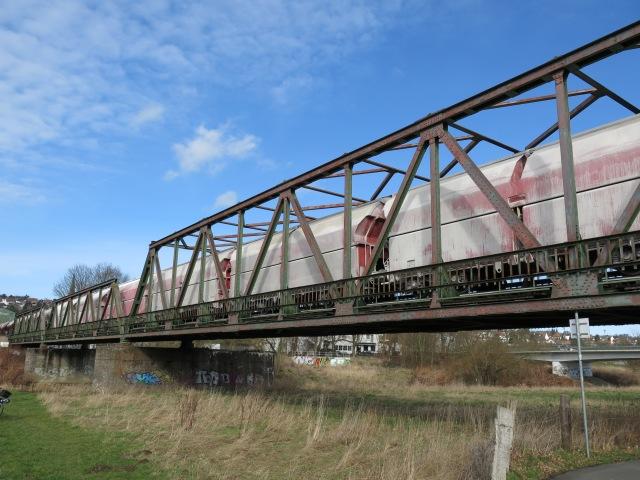 Kalk-Güterzug auf Hönnetalbahn-Ruhrbrücke