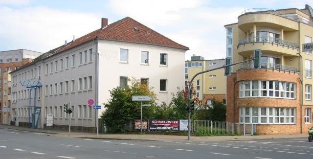 Ecke Märkische Str. / Bodelschwinghstr. mit Ex-Stadtwerken und Seniorenwohnanlage
