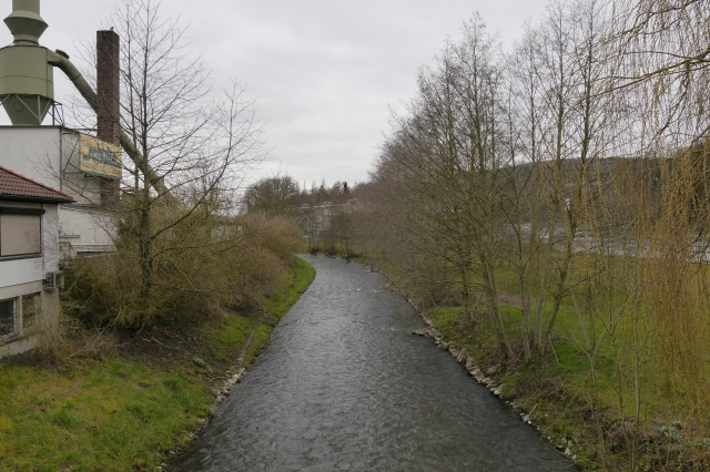 Hönne nördlich (unterhalb) der Brücke Keplerstr. , neben hde-Par