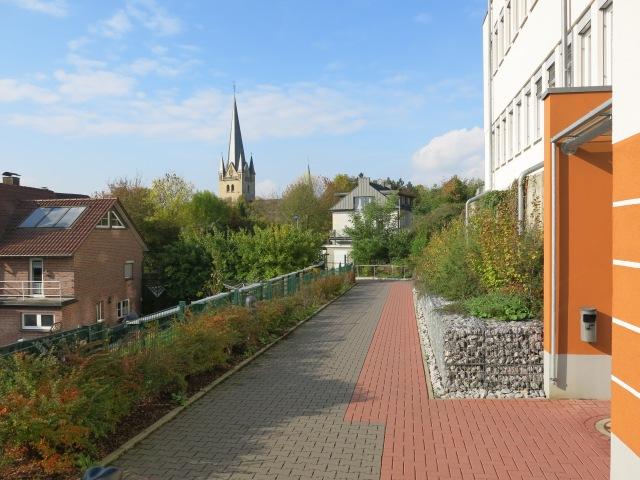 Fußweg vom Ärztehaus unterm Krankenhaus zum Ostwall