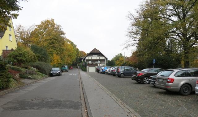mittlerer Lahrweg mit Parkplatz Kath. Friedho