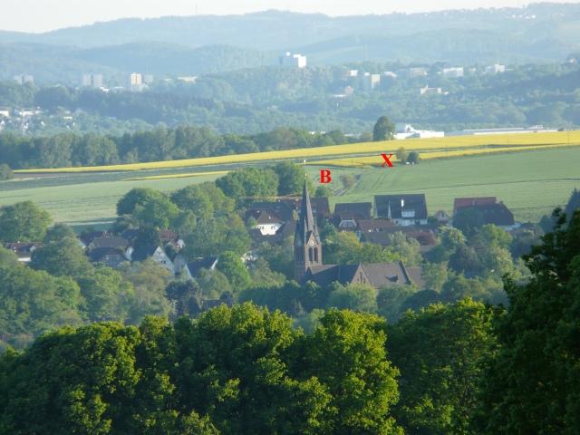 im Hintergrund: Iserlohner Heide