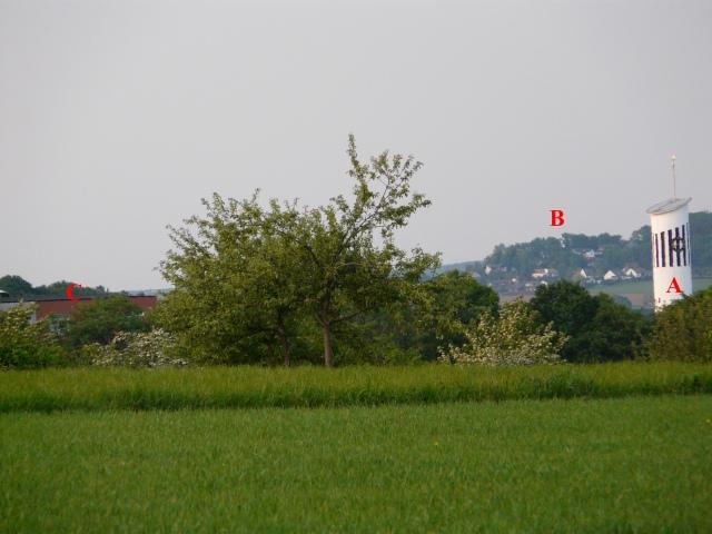 vom Hülschenbrauck über Platte Heide nach Schwitten; links Jochen-Klepper-Haus